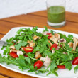 Fresh salad with rucola tomatoes and chicken breast — Stock Photo