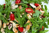 Fresh green salad with rucola tomatoes and grilled chicken — Stock Photo