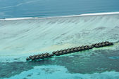 Isla maldivas tropical en el océano índico — Foto de Stock