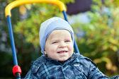 蹒跚学步小孩在秋天公园 — 图库照片