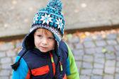 Portret chłopca malucha w zimowe ubrania — Zdjęcie stockowe