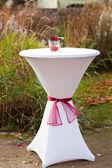 Bar tavola decorata per il matrimonio all'aperto — Foto Stock
