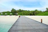 Tropical Maldivian island in Indian ocean — Stock Photo