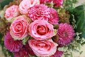 Svatební kytice růže a hřebíčku — Stock fotografie