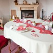 Table setting in red decorated for Valentin — ストック写真
