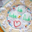 Foto Stock: Love letter on plate of breakfast on Valentin