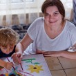 Young mother and 2 years old son drawing — Stockfoto
