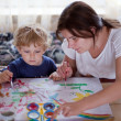 Young mother and 2 years old son drawing — Foto Stock
