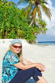 Young woman on white sand beach on Maldives — Stock Photo