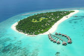 Tropical island in Indian ocean Maldives — Stock Photo