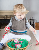 Little toddler boy playing with self made Easter eggs — Stock Photo