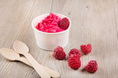 Frozen creamy ice yoghurt with whole raspberries — Stock fotografie