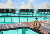 Water villas on tropical island on Maldives — Stock Photo