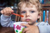 Little toddler eating ice cream summer — Stock Photo