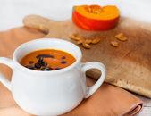 Parça balkabağı beyaz kase kabak bitkisel krem çorba — Stok fotoğraf