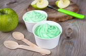 Frozen creamy ice yoghurt with fresh green apples — Stock Photo
