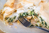 Delicious spinach and feta cheese pie, with filo pastry — Stock Photo
