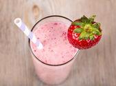 Gesunde smoothie erdbeere — Stockfoto
