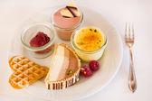 Různé dezerty v restauraci — Stock fotografie