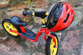 Child bicycle and helmet — 图库照片