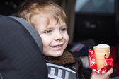 Adorable toddler boy in safety car seat — Stockfoto