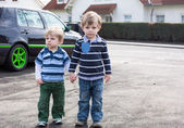 Two little brothers toddlers walking — Stock Photo