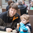 Young father and little boy eating ice cream — Stock Photo