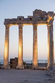 Alte ruinen in side türkei bei sonnenuntergang - archäologie-hintergrund — Stockfoto
