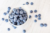 White bowl cup with fresh ripe blueberries — Stock Photo