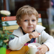 Stockfoto: Adorable little boy eating frozen yoghurt ice cream in cafe