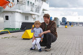Little boy and happy father having fun in city harbor, Germany — Stock Photo