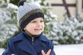 Chico adorable niño hermoso día de invierno — Foto de Stock