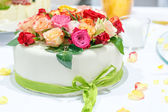 Wedding cake decorated with rose flowers. — Stock Photo
