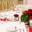 Elegant table set in red and white for wedding or event party. — Stock Photo