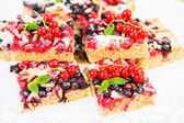 Fresh baked red and black currant berries cake — Stock Photo