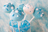 Wedding cake pops in white and soft blue. — Foto de Stock