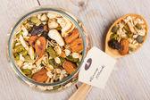 Domácí müsli s různými ořechy a ovsa — Stock fotografie