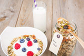 Fresh yoghurt with home made cereals and muesli, fresh raspberry — Stock Photo