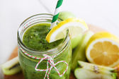 Fresh organic green smoothie with salad, apple, cucumber, pineap — Stock fotografie