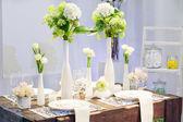 Elegante mesa puesta en suave crema para boda o evento fiesta. — Foto de Stock