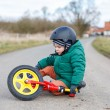 Adorable little toddler boy sad about his broken bicycle, sittin — Stock Photo