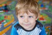 Porträt des jungen kleinkind von drei jahren — Stockfoto