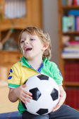 Active boy of 4 watching soccer game — Stockfoto
