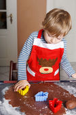 3 years child baking ginger bread cookies for Christmas — Stock Photo