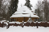 Snow-covered house in beautiful winter forest — Stok fotoğraf