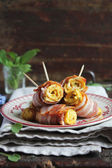Omelet rolls with mustard plants and bacon — Stock Photo