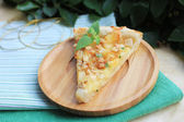 Puff pastry pie with pears, camembert and walnuts — 图库照片