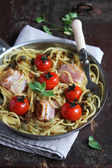 Spaghetti pasta with roasted cherry tomatoes — Stock Photo