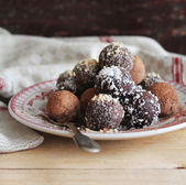 Assorted dark chocolate truffles with cocoa powder — Stock Photo