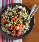 часть вегетарианские блюда приготовленные коричневого риса — Стоковое фото